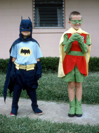 Children_dressed_as_Batman_and_Robin,_1966.jpg