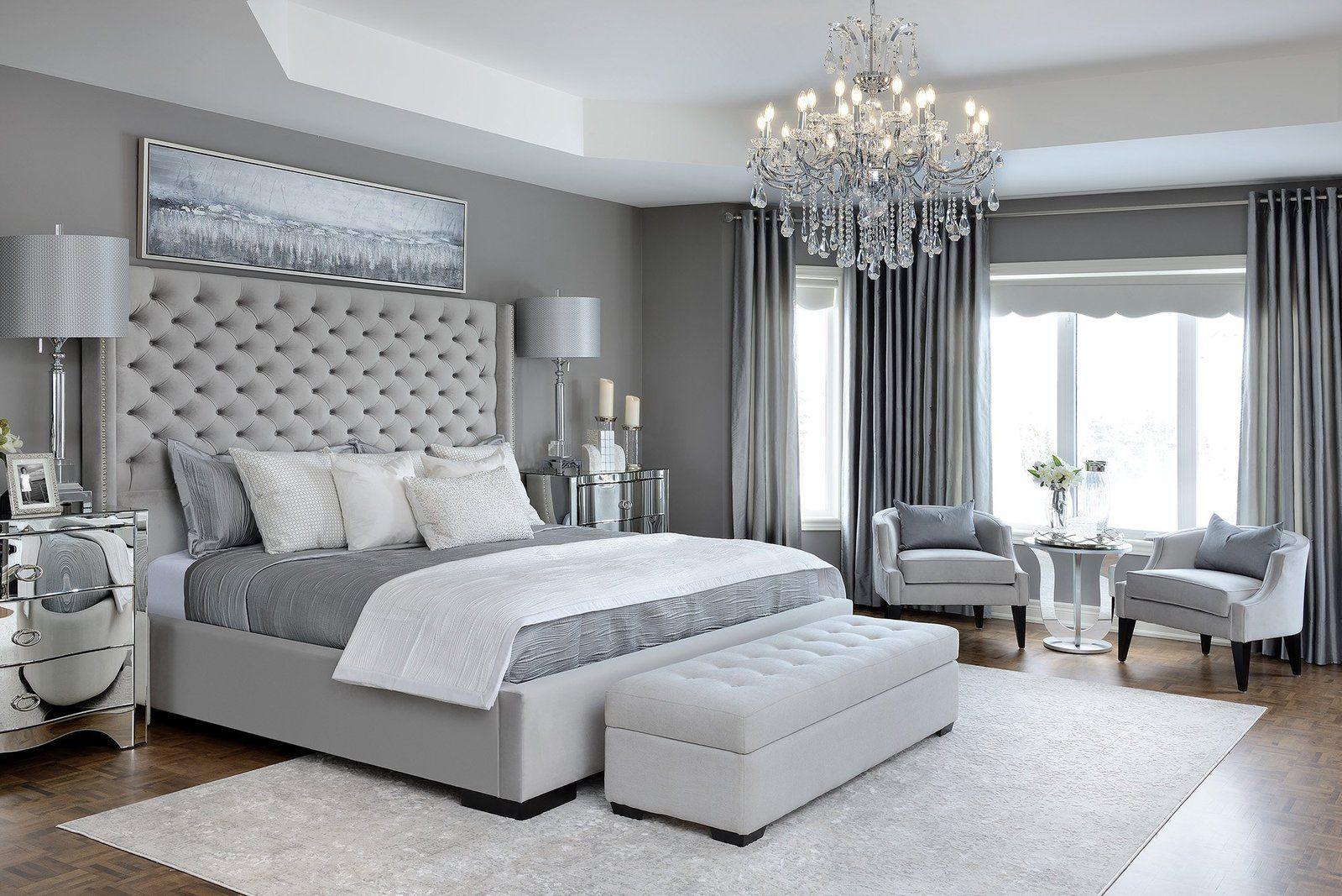 Phòng ngủ màu xám trắng và đèn chùm sang trọng
