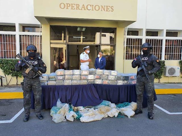 AUTORIDADES INCAUTAN 350 PAQUETES PRESUMIBLEMENTE COCAÍNA EN LA ALTAGRACIA