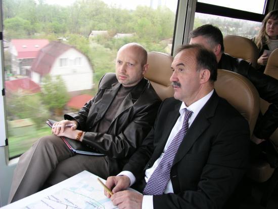 Олексій Кривопішин (праворуч) пережив чотирьох президентів включно з т.в.о. голови держави Олександром Турчиновим.
