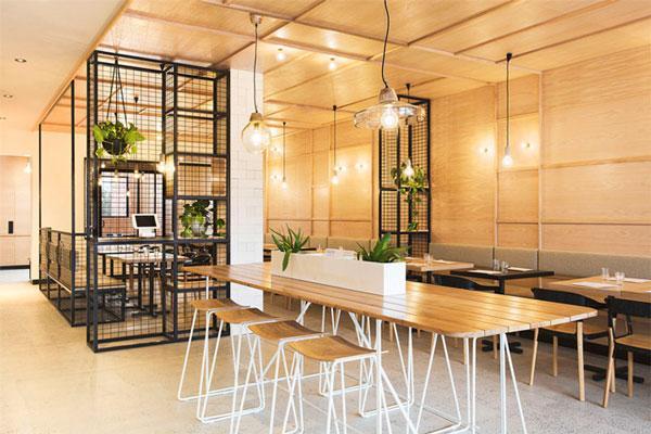 Đèn trang trí làm không gian quán café thêm lung linh