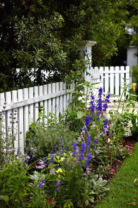 Traditional Picket Garden Fence