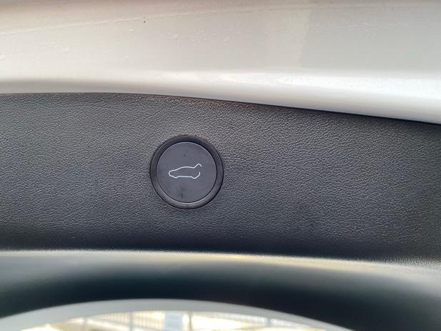Et bilde som inneholder bil, innendørs, lukk, kontrollpanel  Automatisk generert beskrivelse