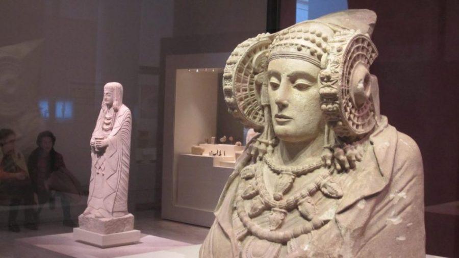 Estatua de una mujer  Los mejores museos de Madrid