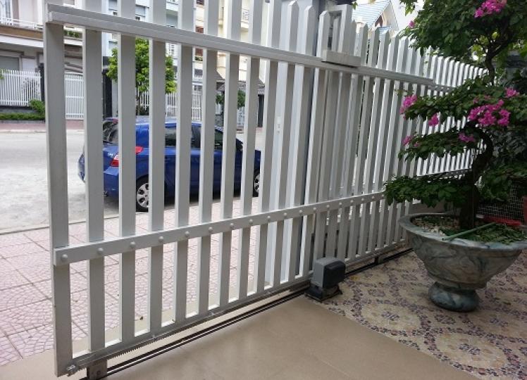 Cổng trượt mang thiết kế gọn nhẹ cho công trình gia đình