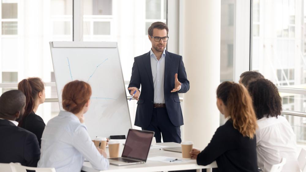 Ser empático permite que se ofereça soluções para problemas que os clientes ainda têm dificuldade de perceber. (Fonte: Fizkes/Shutterstock)