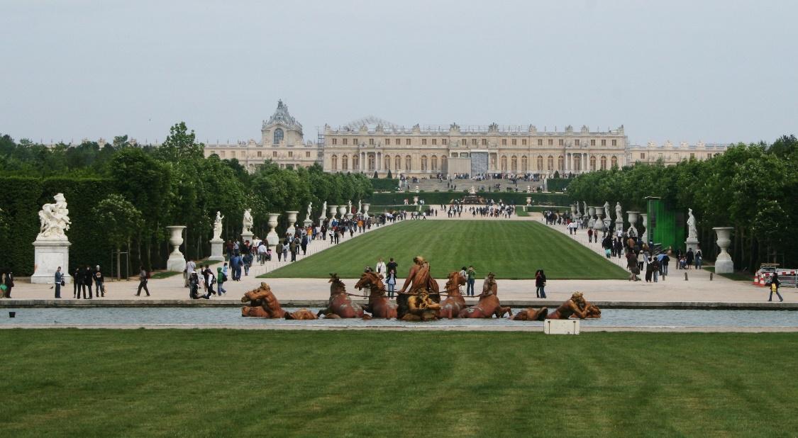 http://upload.wikimedia.org/wikipedia/commons/4/4e/Versailles_Tapis_vert_(1).jpg