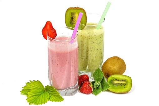 Ideální zdravá snídaně na hubnutí je smoothie z čerstvého ovoce a zeleniny se semínky a ořechy