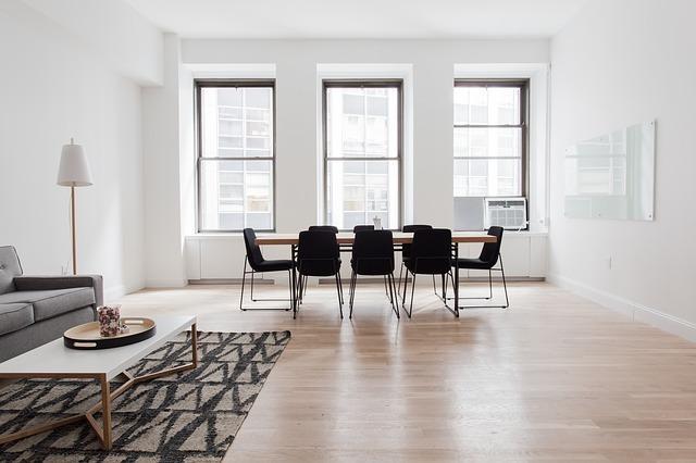 ¿Necesitas un suelo resistente para tu hogar? Prueba con los pisos de madera