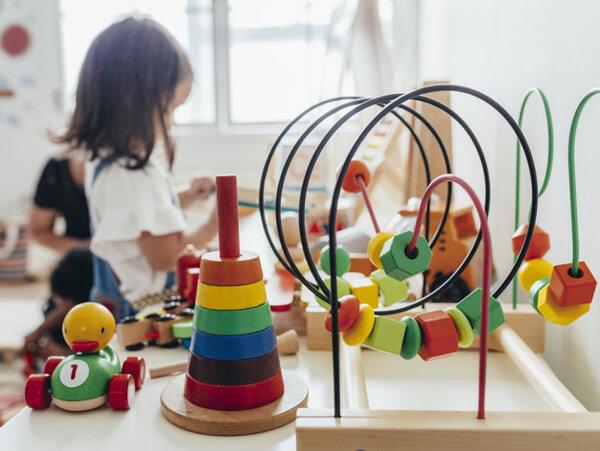 Màu sắc đa dạng của đồ chơi Montessori