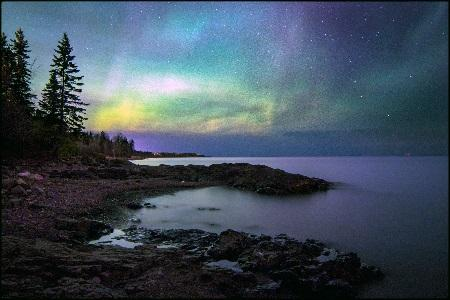 \\FP2-Cougar\USERS\ROGARROW\My Pictures\Scenery\Northern Lights over Lake Superior_Alister Olson.jpg