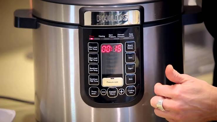 The pre set feature allows you to set the time before the cooking cycle will commence. Source: Phillips