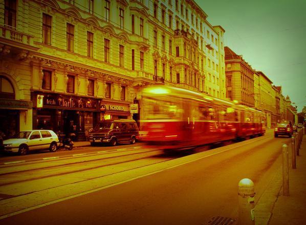 vienna-tram-1530141.jpg