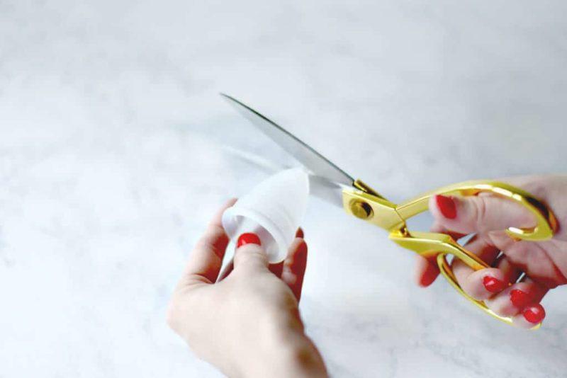 Hãy cắt bớt cuống cốc nếu cuống cốc quá dài, thò ra ngoài âm đạo gây đau