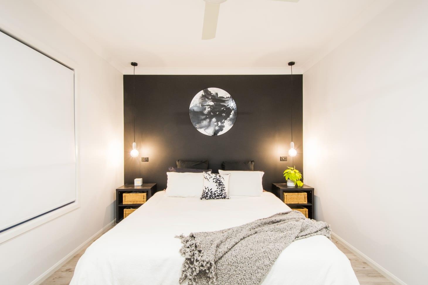 Inspirasi kamar tidur minimalis dengan dinding aksen - source: apartmenttherapy.com