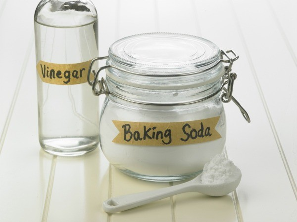 Vinegar and baking soda make excellent general purpose cleaning agents for futon mattresses. Use an enzymatic cleaners for more complex soils such as urine or vomit.