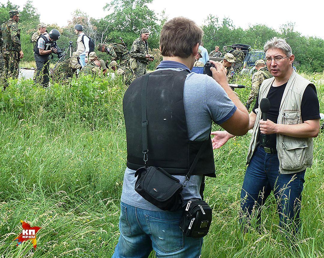 Корнелюк и Волошин на заднем плане слева Фото: Николай ВАРСЕГОВ