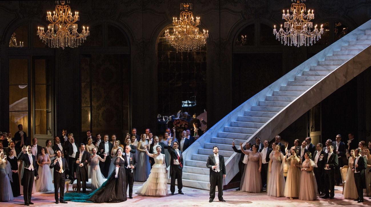 http://www.lesarts.com/wp-content/uploads/2016/05/La-traviata_Atto-I-un-totale%C2%AEYasuko-Kageyama-Opera-di-Roma-2015-16_1923.jpg