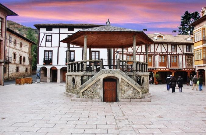 http://elmolinodefloren.com/wp-content/uploads/2015/05/Plaza-del-Quiosco-de-Ezcaray.jpg