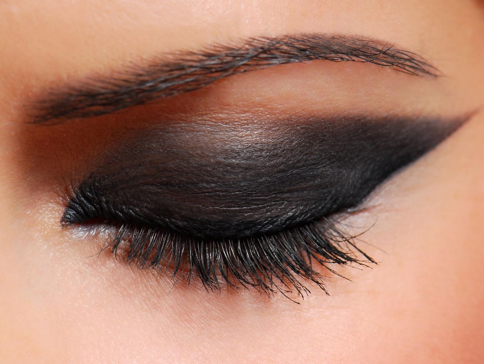 olho com sombra metálica