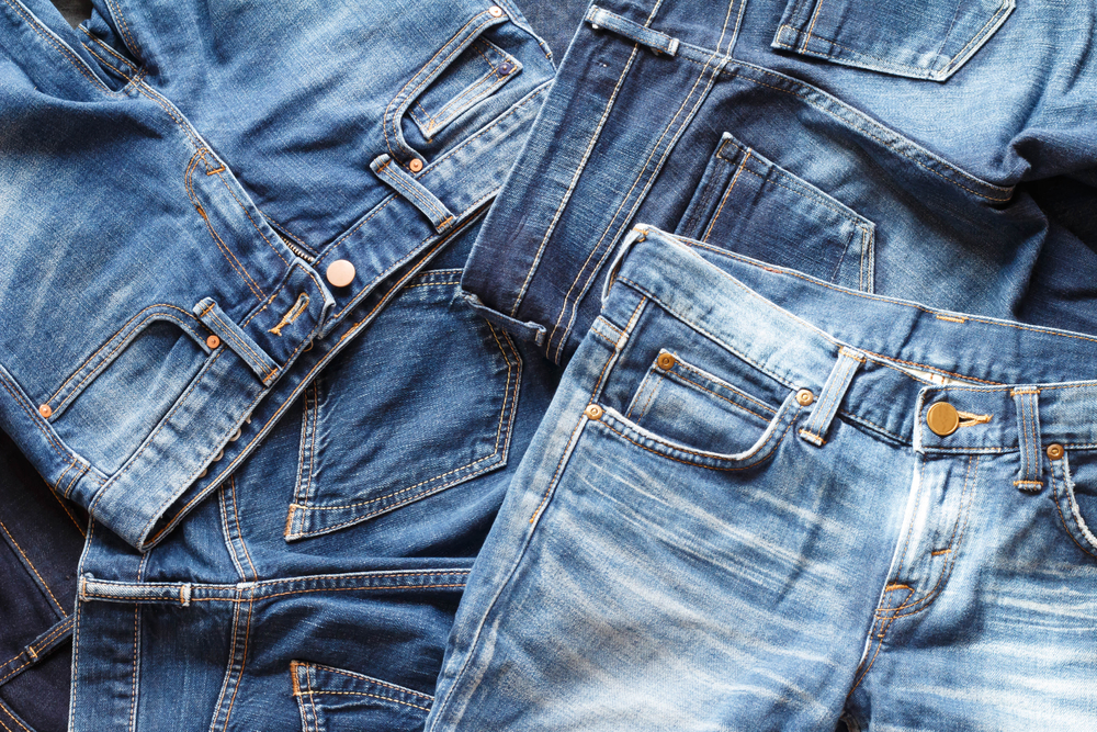 Quem não tem uma história para contar de uma calça jeans que atire a primeira pedra!
