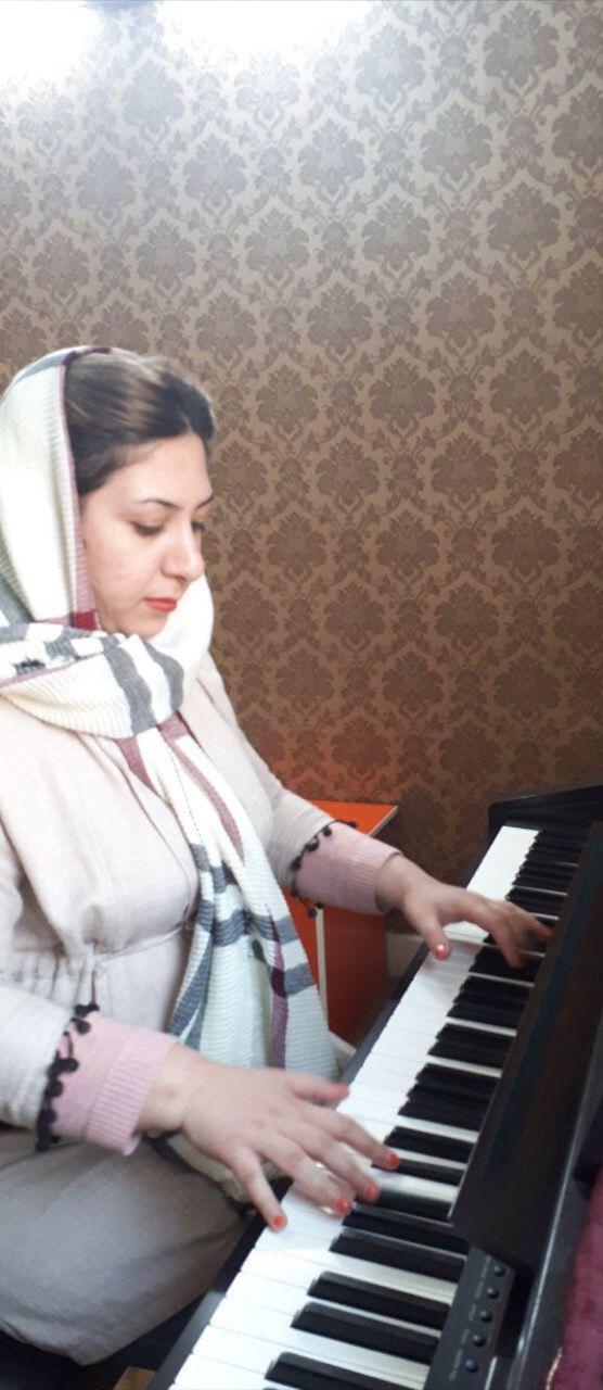 سارا کریمیراد مدرس پیانو