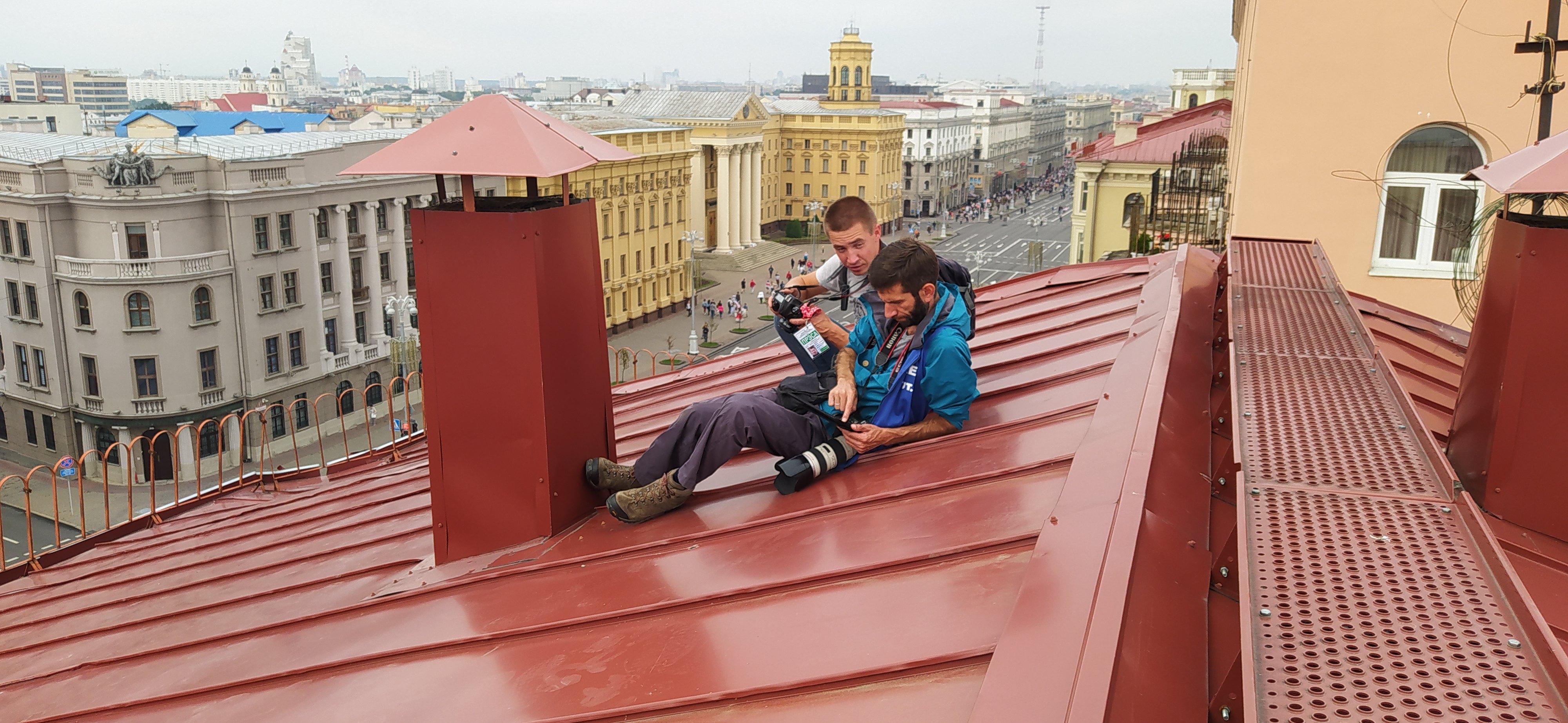 Вадим з колегою під час роботи