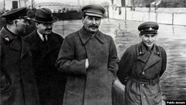 Ворошилов, Молотов, Сталин и Ежов. 1937 год