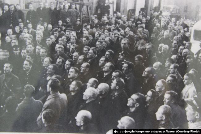 Мітинг у львівському трампарку з нагоди звільнення з-під Польщі. 5 вересня 1939 року