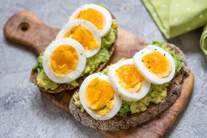 7.ไข่ต้ม กับ ขนมปังโฮลวีต