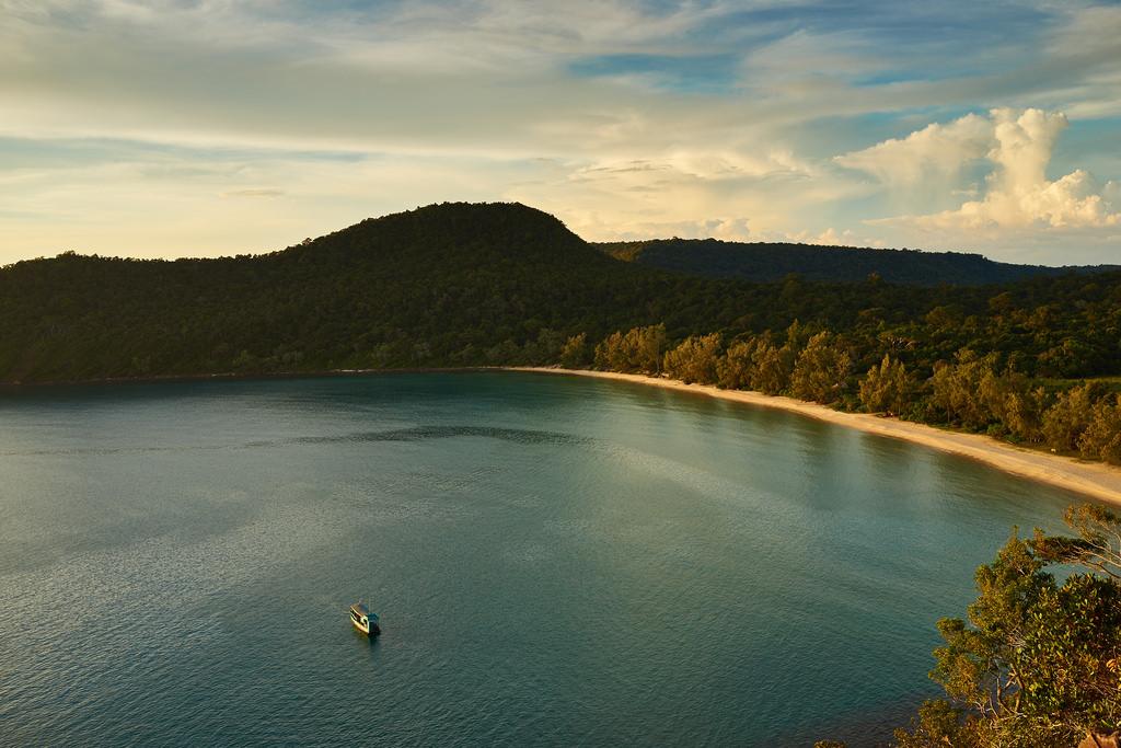 Bạn có biết Koh Rong Samloem - Thiên đường biển đẹp xinh của Campuchia? - ảnh 10