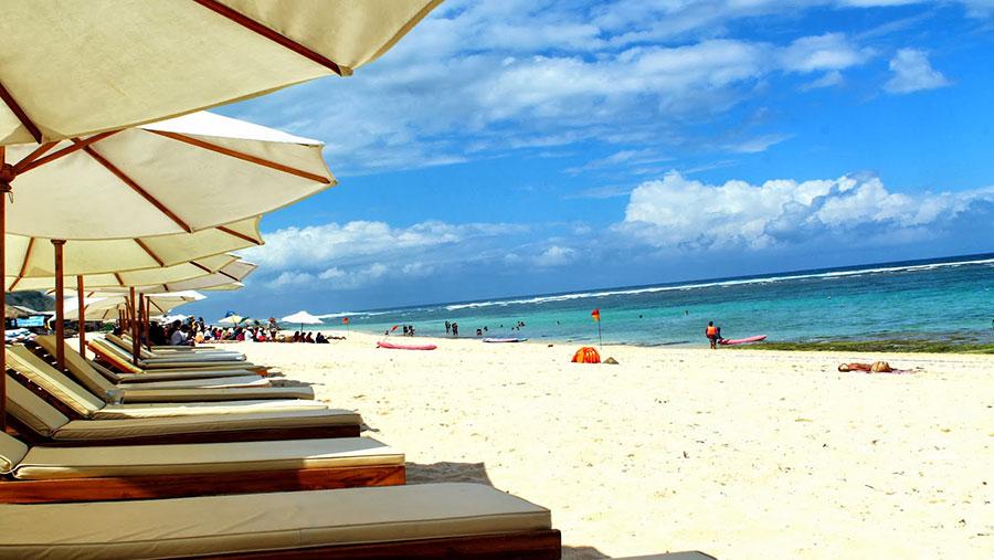 Berjemur-di-Pantai-Pandawa-Bali.jpg