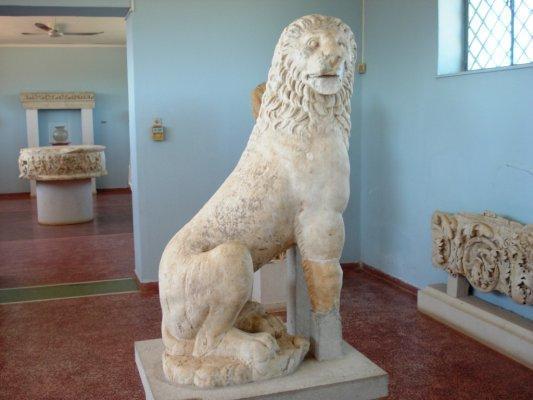 C:\Users\NF\Desktop\ΠΕΡΙ ΝΙΚΟΠΟΛΕΩΣ\MARBLE FUNERAL LION. Nikopolis Museum. Photo Harry Gouvas 03.JPG