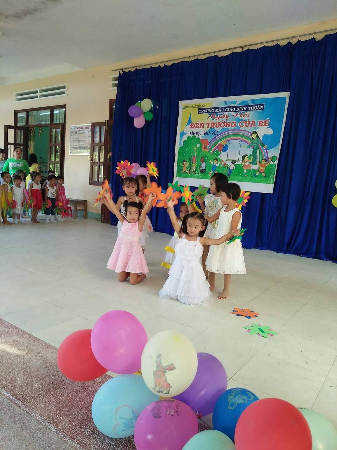 """Lớp lớn Thuận Truyền thể hiện bài múa""""cháu đi Mẫu giáo"""""""