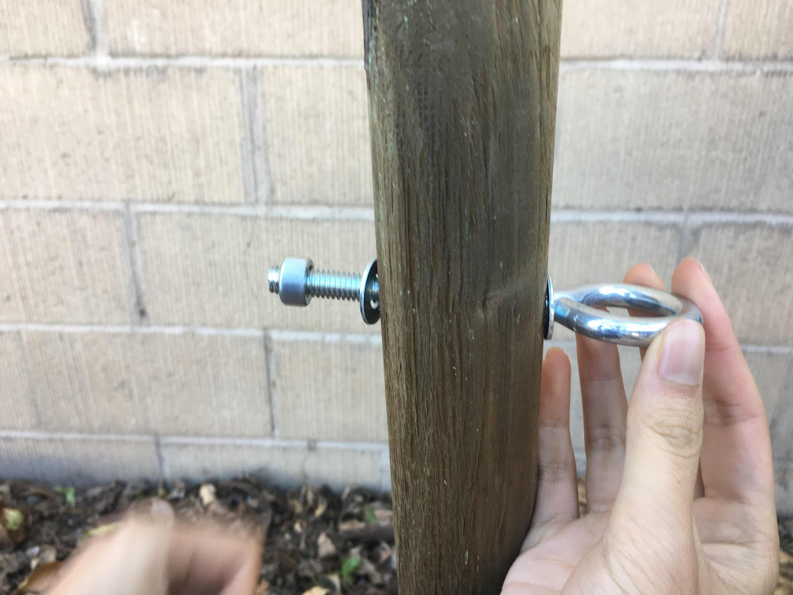 Fastening eye bolt to espalier post
