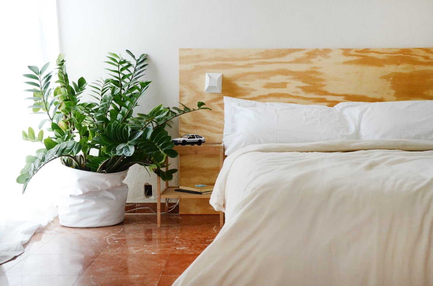 Inspirasi kamar tidur minimalis bernuansa alami - source: apartmenttherapy.com