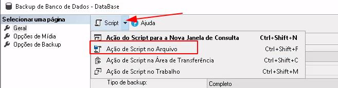 Janela de backup do SQL Server com botões de ação que geram script, menu esquerdo com opção de Geral, Opções de Mídia e Opções de Backup. Em vermelho selecionado o botão Script e em seguida Ação de Script no Arquivo.