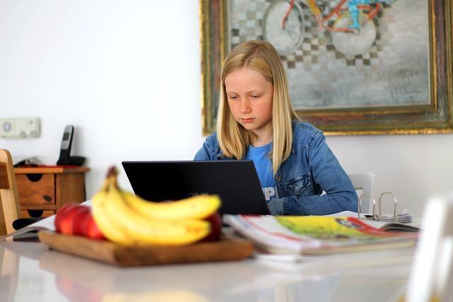 C:\Users\COMP-1\Downloads\homeschooling-5121262_640.jpg