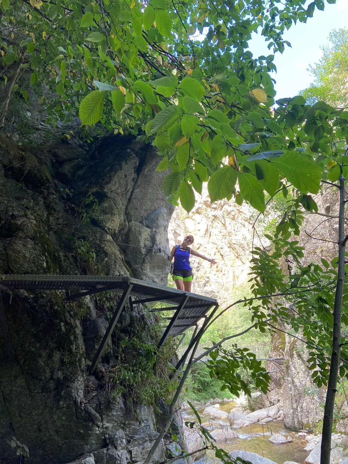 ¡Aquí nuestra compi Eva disfrutando de esta zona de las pasarelas menos vertiginosas que las que se encuentran más arriba!