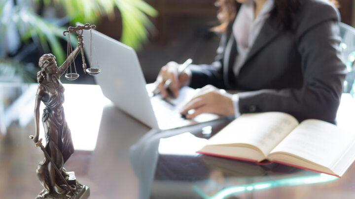 How Much Does a Lawyer Earn in Australia?