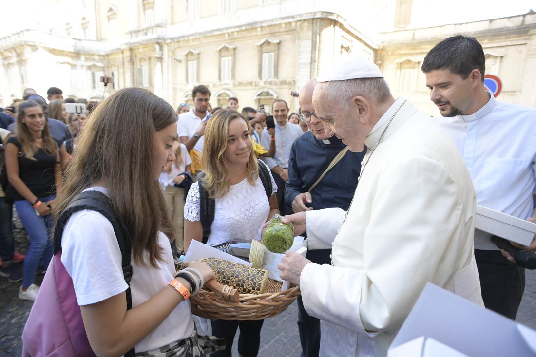 Trước Thượng Hội đồng, Đức Thánh Cha gặp gỡ  cầu nguyện với 70.000 bạn trẻ trong trường đua xe ngựa Maximus