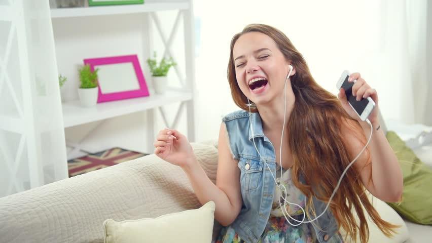 Resultado de imagen para girl headphones funny