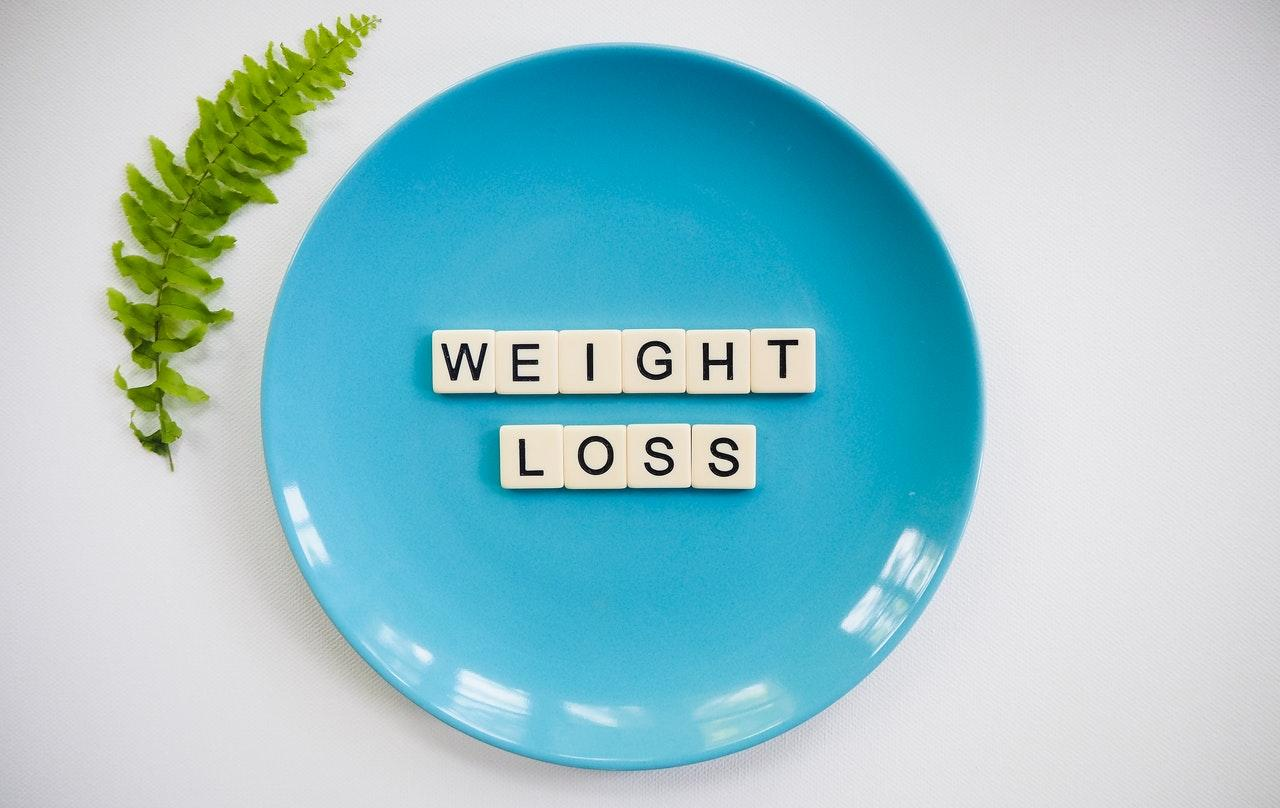 Letters spelling ''weight loss'' on a plate.
