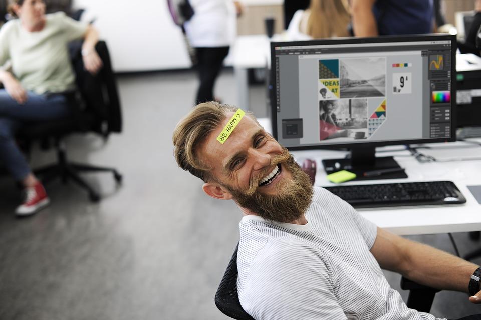 大人, 破る, ビジネス, 白人, 会社, コンピュータ, デスク, 額, 幸福, 幸せ, 笑い, 男, 男性