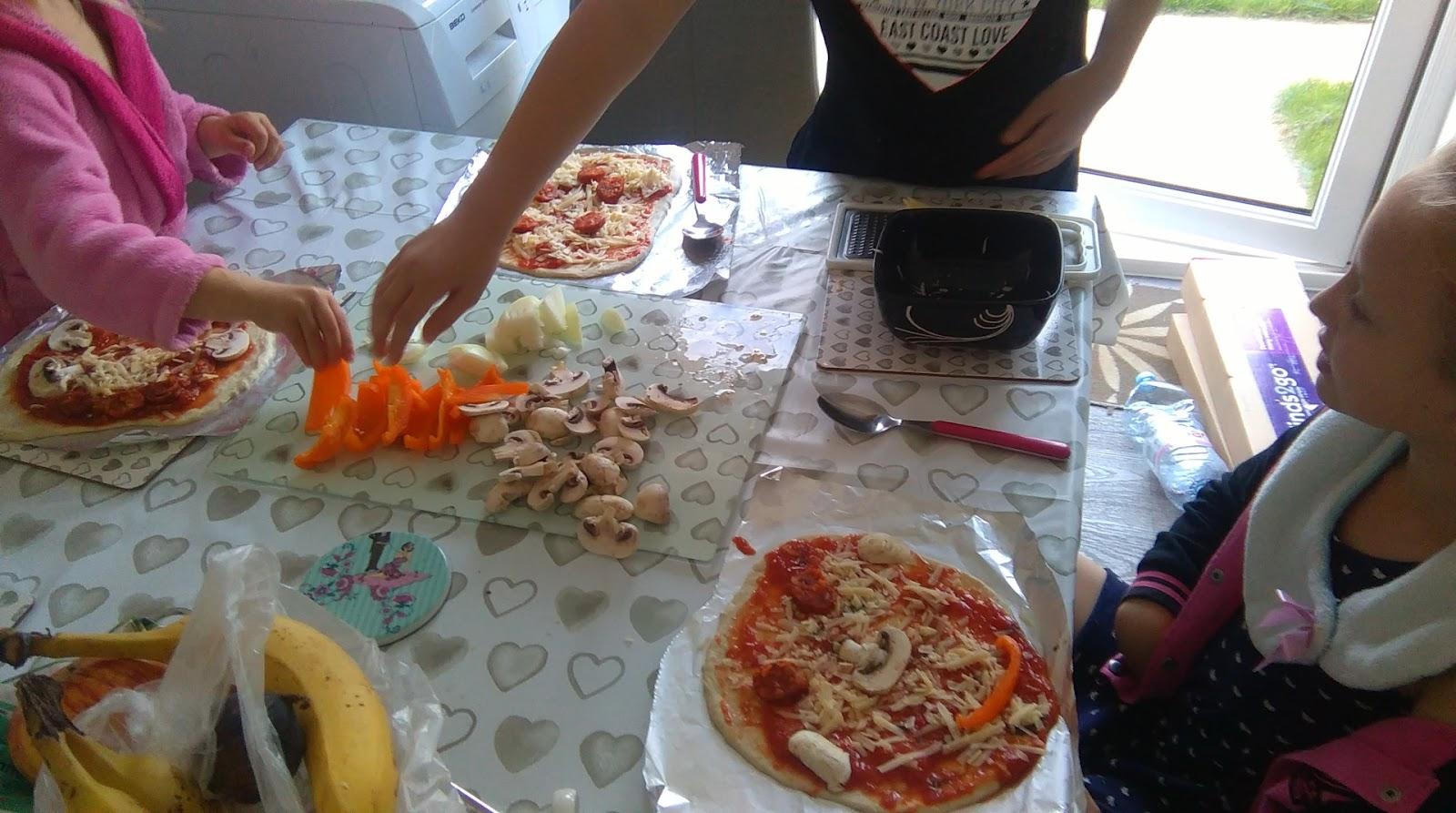 "(<img alt=""homemade pizza recipe"">)"