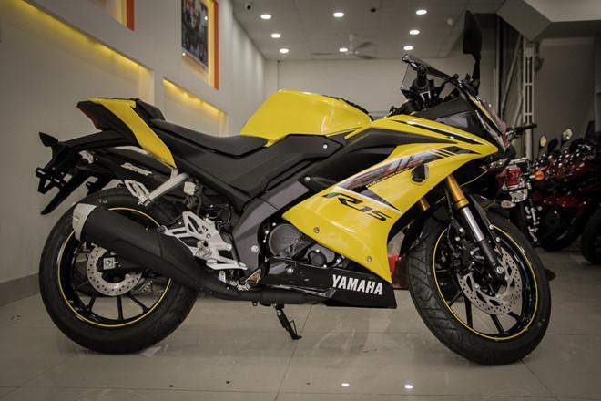 Yamaha YZF-R15 mau vang racing ve Viet Nam, gia 78 trieu hinh anh 2