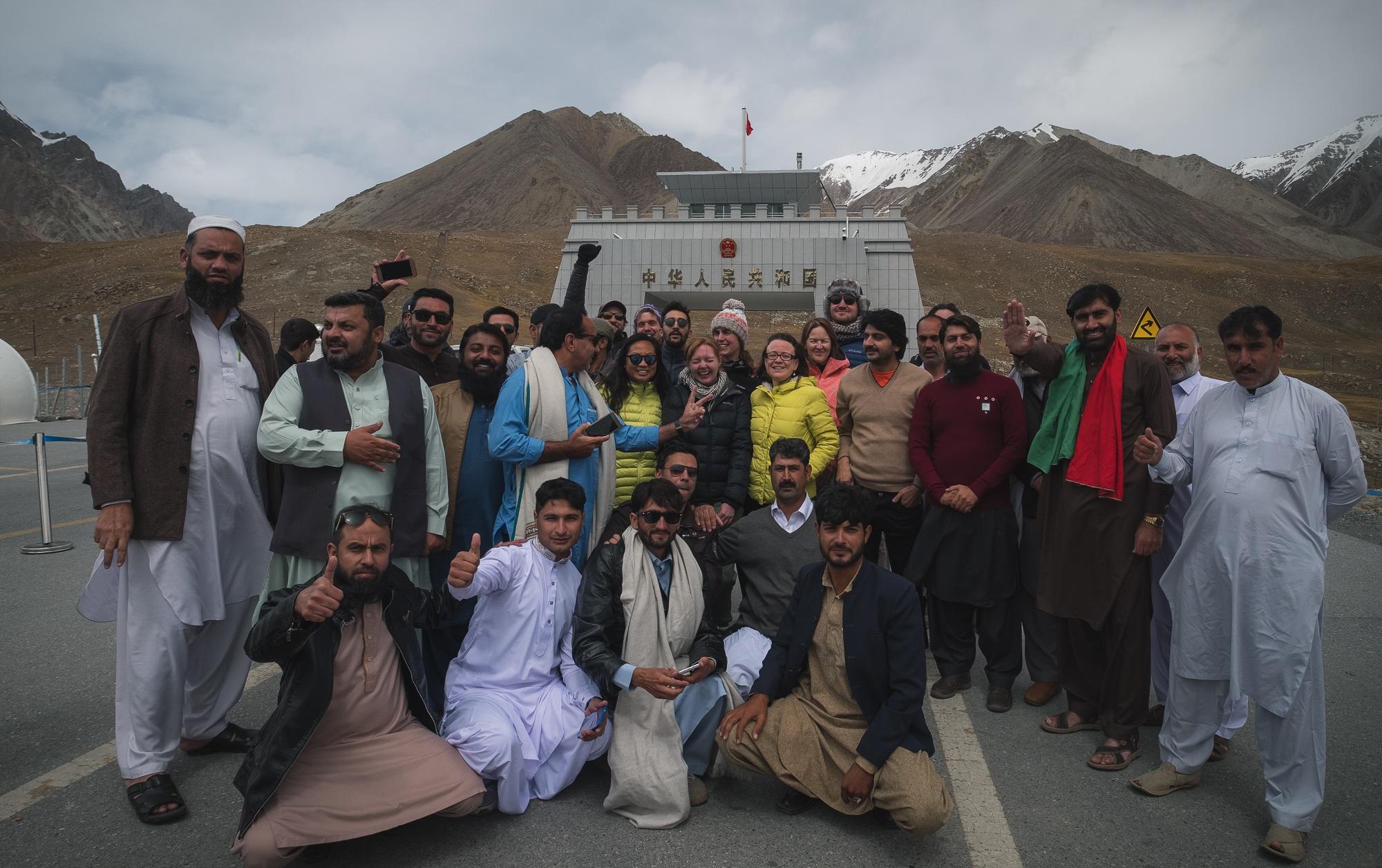 khunjarab pass group photo travel in pakistan