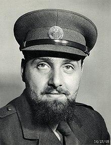 https://upload.wikimedia.org/wikipedia/commons/thumb/f/ff/Solomon_Schonfeld.jpg/220px-Solomon_Schonfeld.jpg