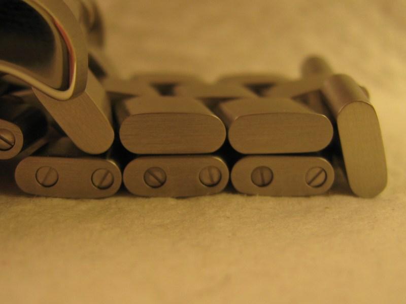 http://img24.imageshack.us/img24/5460/braceleton.jpg