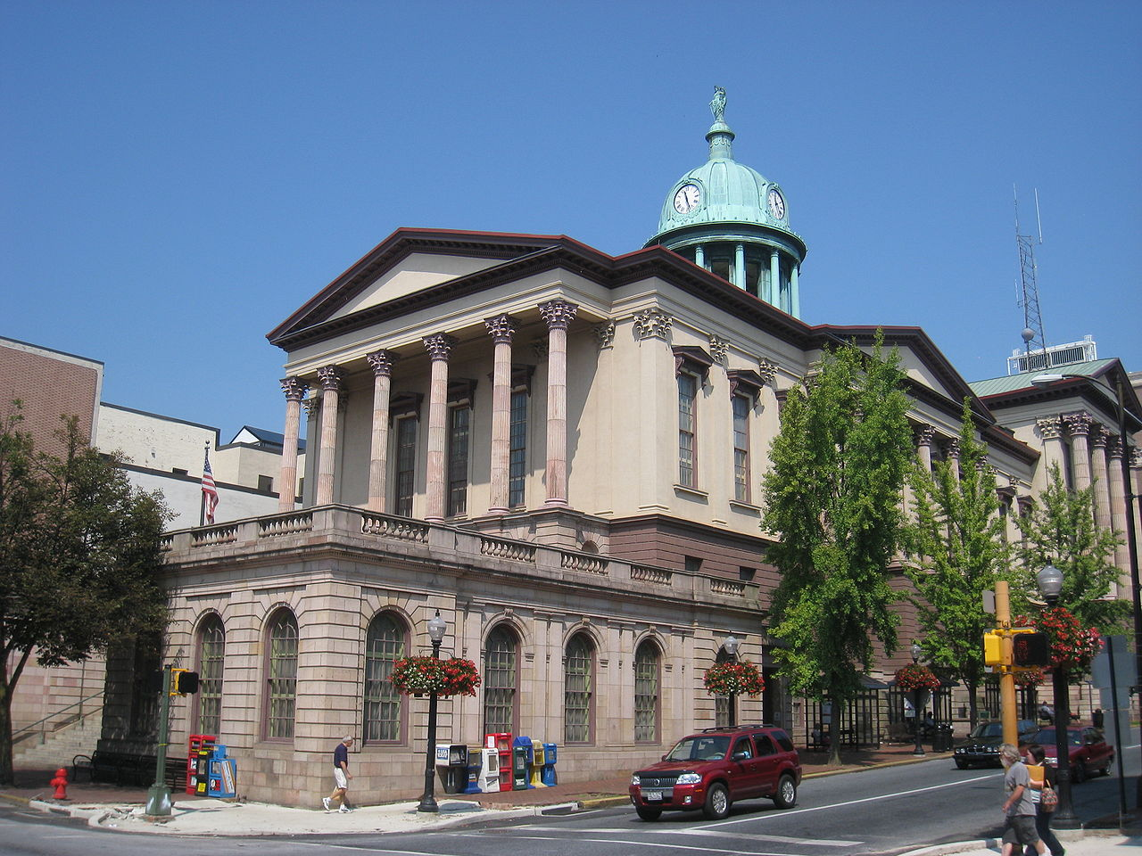 https://upload.wikimedia.org/wikipedia/commons/thumb/7/7b/Lancaster_County_Courthouse_-_IMG_7712.JPG/1280px-Lancaster_County_Courthouse_-_IMG_7712.JPG